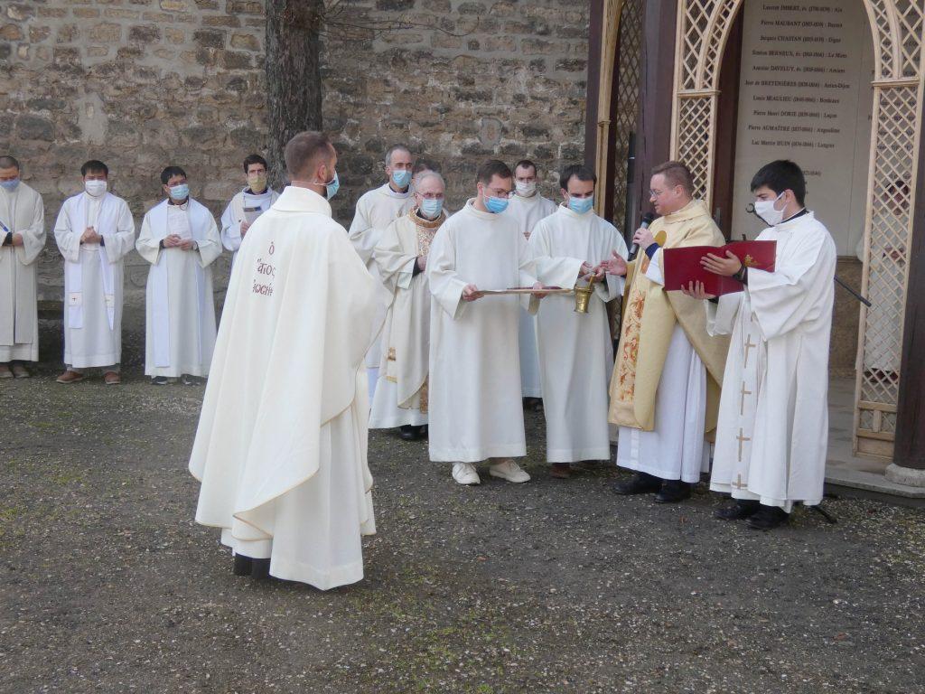Cérémonie remise de la croix - P. Edouard Thomé - MEP
